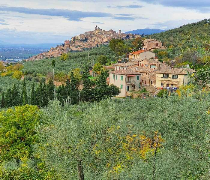 umbria, assisi and le marche walking tour
